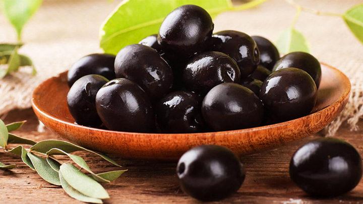 Черные консервирование оливки