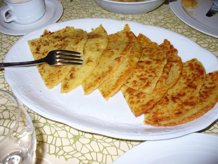 Лепешки на тарелке