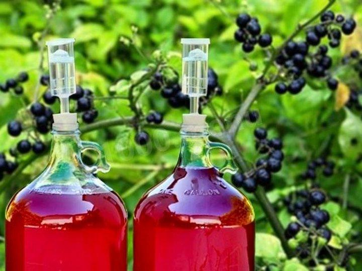 Графины с вином