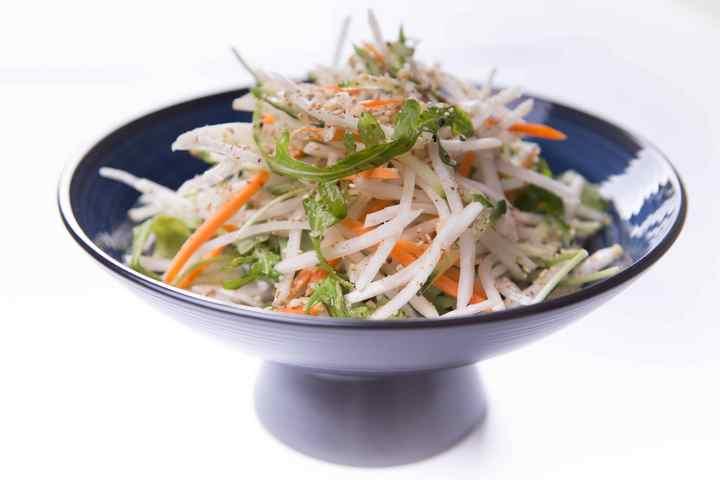 Оранжево-белый салат