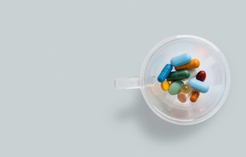 Таблетки в стакане